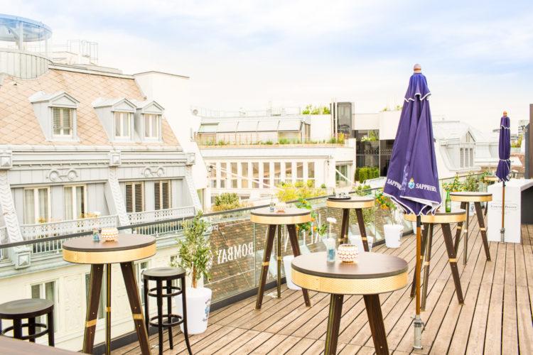 Foto: Sonnendeck des Kleinod mit eigener Bar auf dem Dach und einem grandiosen Blick über Wien © Kleinod Betriebs GmbH