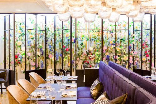 Gedeckte Tische und liebevolle Deko im Restaurant Fritz's Frau Franzi